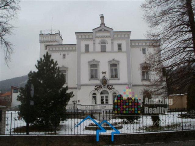 捷克 温泉小镇三层城堡 环境宜人 历史悠久