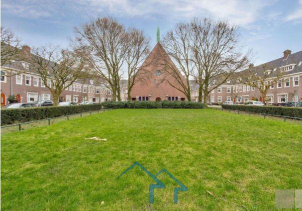 阿姆斯特丹市中心联排别墅,地理位置优越便利,精美装饰,宽敞明亮舒适家居环境