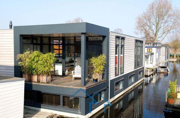 阿姆斯特丹南部二层独栋别墅,运河环绕,环境优美,现代简约新住宅