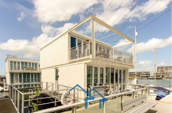 阿姆斯特丹市中心地区独栋别墅,富人区优越地段,交通便利,豪华舒适精装修