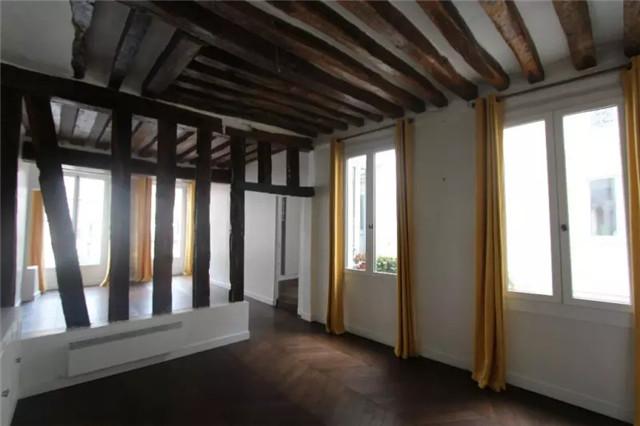 巴黎Paris第二大区两卧室舒适公寓 装修精美 风格简约 屋内宽敞明亮 邻近地铁站交通便利 位于城市中心地带 周围商店餐馆众多