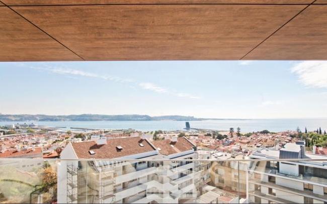 里斯本AltodeAlgés地区,一居室顶层豪华公寓,高规格装修,绝佳位置地段, 饱览Tagus河壮丽景色
